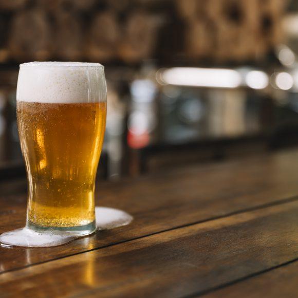 Como o álcool pode afetar o sono?